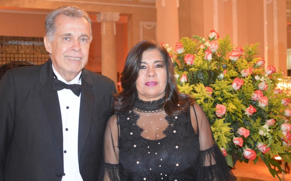 Carlos Escobar  De Andréis  y Ruth  María Escobar.