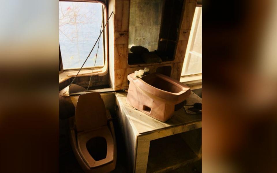 Los baños de esta abandonada mansión también fueron capturados por la fotógrafa Dayana Henríquez