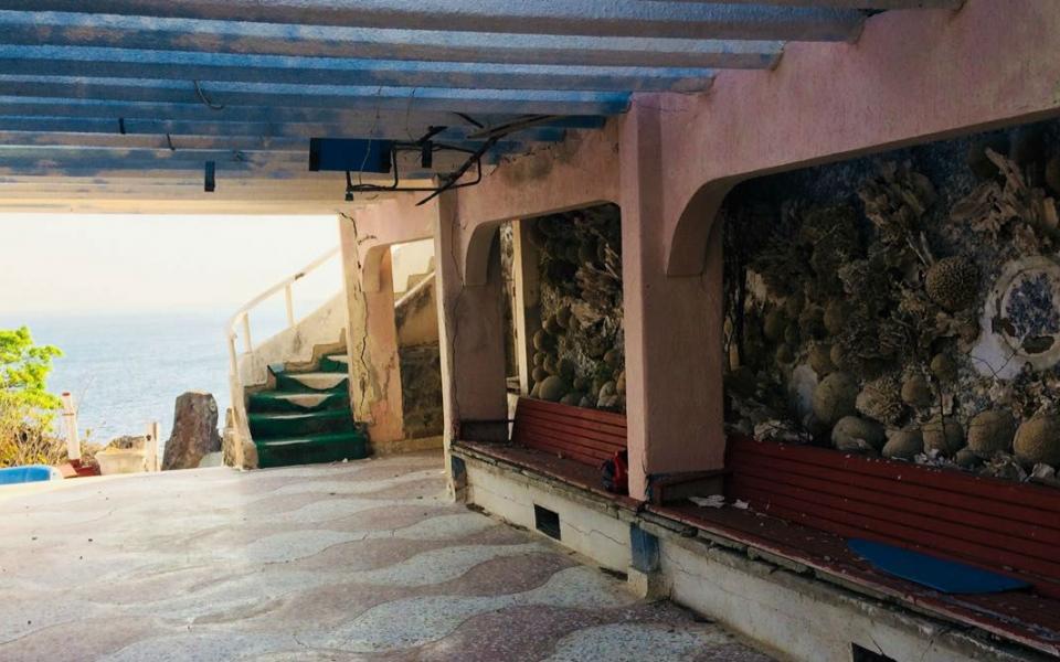 La entrada a la mansión.