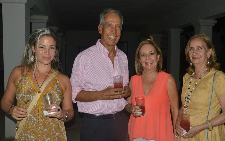 Lola Gómez, Víctor Abello, Gloria Palacio y Mercedes Alzamora.