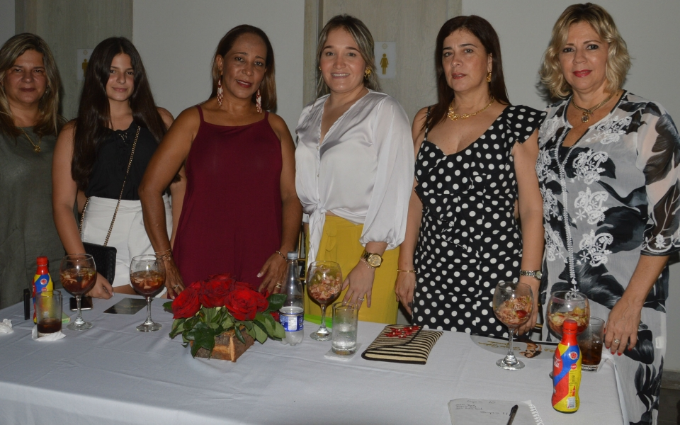 Emilita Saade, Celina Daza, Luz Stela Méndez, Patricia Cera, Claudia Gómez, Ingrid Vega