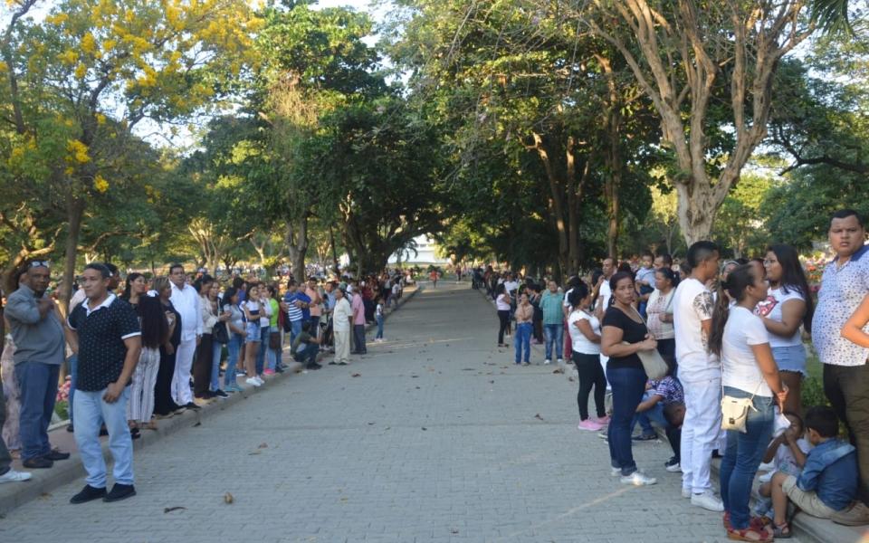 Decenas de samarios acompañaron la despedida de Radamel García King.