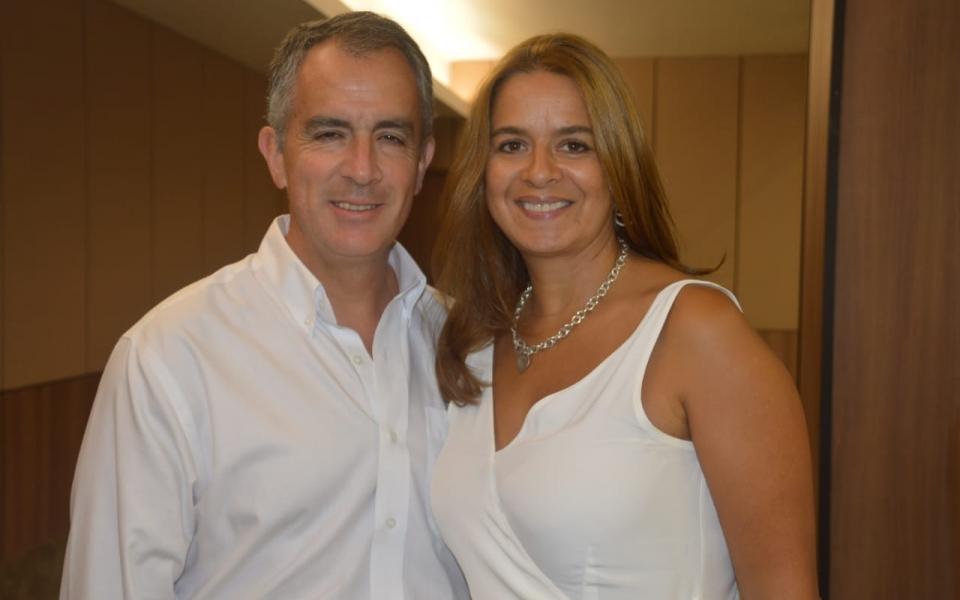 José Miguel Linares, presidente de Drummond, acompañado por su esposa, la abogada Paula Ladrón de Guevara.