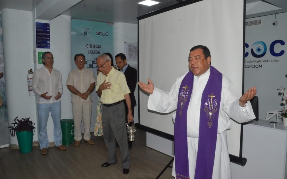 El padre Álex Grecco bendijo las instalaciones de la SCOC.