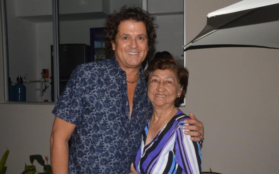 Carlos vives y la señora Edith Silvera de Rubio.