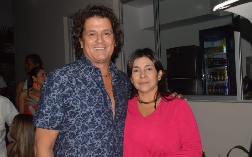 El artista samario Carlos Vives y Martha Naranjo