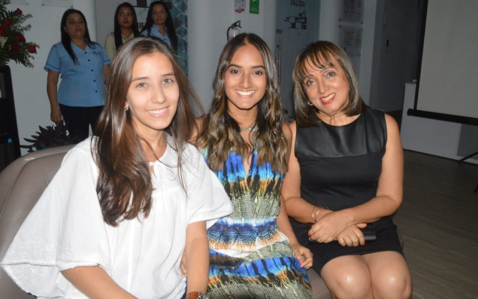 María Alejandra Galofre, María José Camargo y Cecilia Vera Peláez.