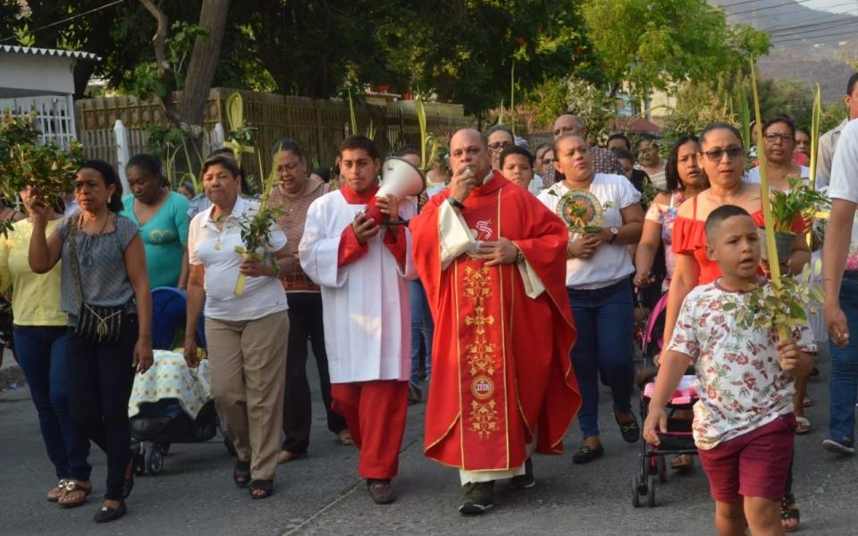 Caminan por las calles afirmando que Jesús está vivo