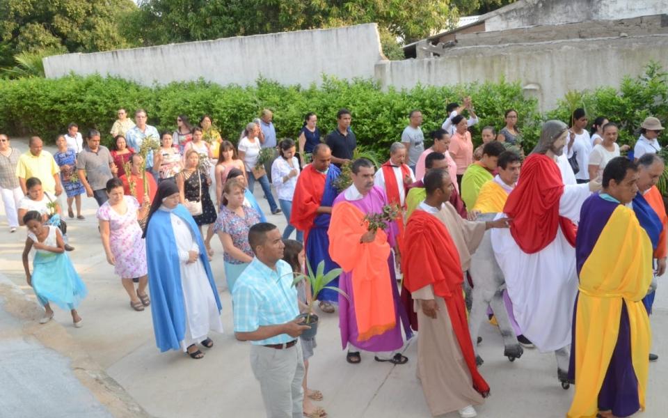 Feligreses celebran el Domingo de Ramos